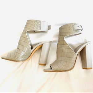 Vince Taupe Alligator Chunky Heel Shoe Leather